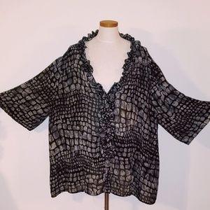 EUC Avenue reptile print vneck blouse size 30/31
